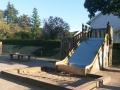 Die Rutsche auf dem vorderen Schulhof